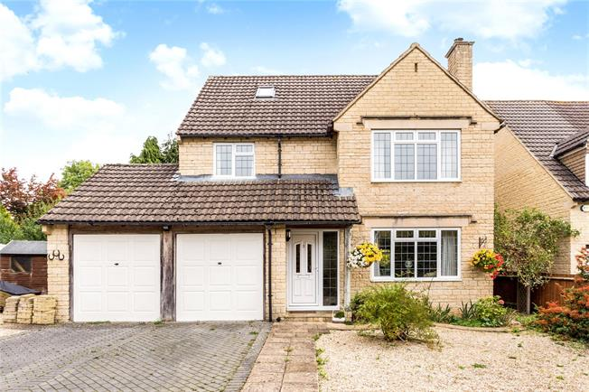 Guide Price £475,000, 5 Bedroom Detached House For Sale in Cirencester, GL7