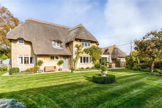 Guide Price £900,000, 4 Bedroom Detached House For Sale in Cirencester, GL7