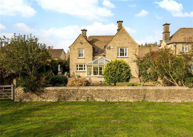 Guide Price £925,000, 5 Bedroom Detached House For Sale in Baunton, GL7