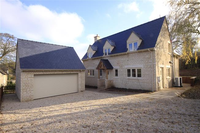 Guide Price £695,000, 4 Bedroom Detached House For Sale in Cirencester, GL7