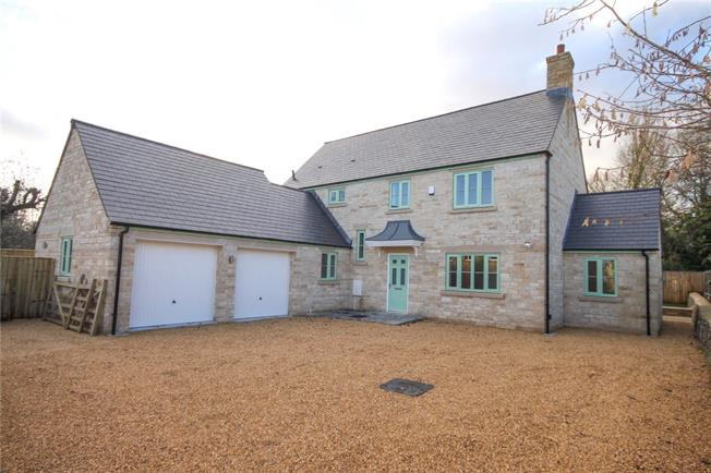 Guide Price £750,000, 4 Bedroom Detached House For Sale in Cirencester, GL7