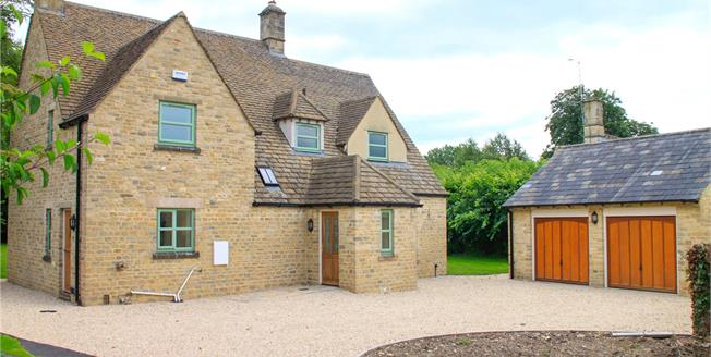 Guide Price £765,000, 3 Bedroom Detached House For Sale in Cirencester, GL7