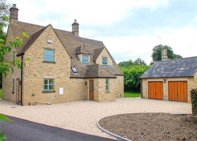 Guide Price £695,000, 3 Bedroom Detached House For Sale in Cirencester, GL7
