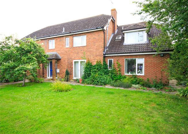 Guide Price £795,000, 6 Bedroom Detached House For Sale in Blunsdon, SN26