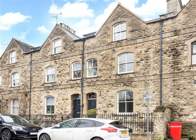 Guide Price £650,000, 4 Bedroom Terraced House For Sale in Cirencester, GL7