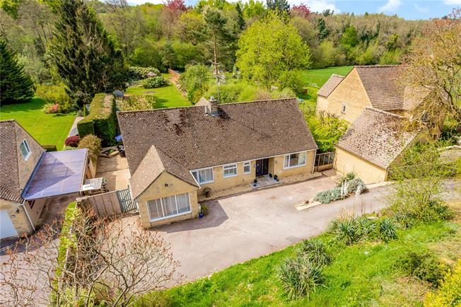 Guide Price £600,000, 4 Bedroom Detached House For Sale in Gloucestershire, GL7