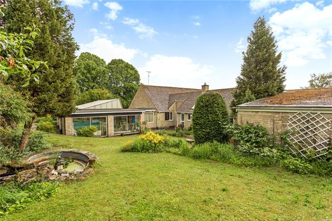 Guide Price £650,000, 3 Bedroom Bungalow For Sale in Cirencester, GL7