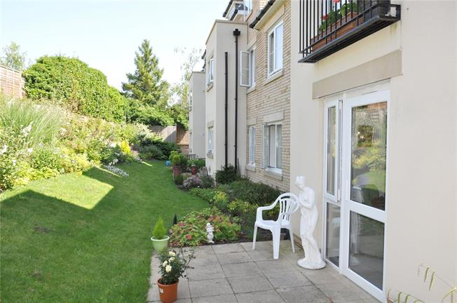 Guide Price £375,000, 2 Bedroom Flat For Sale in Cirencester, GL7