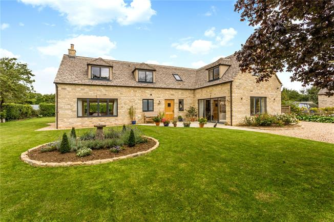 Guide Price £945,000, 4 Bedroom Detached House For Sale in Cirencester, Gloucestersh, GL7