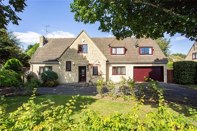 Guide Price £575,000, 4 Bedroom Detached House For Sale in Cirencester, GL7