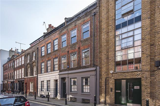 Asking Price £2,650,000, 4 Bedroom Terraced House For Sale in Spitalfields, E1