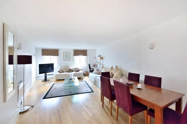 Asking Price £725,000, 3 Bedroom Flat For Sale in London, E1