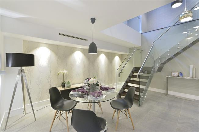 Asking Price £1,500,000, 3 Bedroom Flat For Sale in City Of London, EC3R