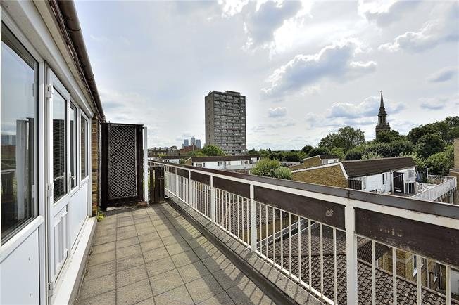 Asking Price £450,000, 2 Bedroom Flat For Sale in London, E1
