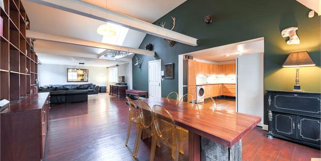 Asking Price £1,600,000, 3 Bedroom Flat For Sale in City Of London, E1