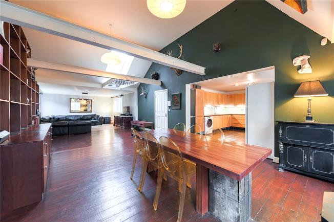 Asking Price £1,700,000, 3 Bedroom Flat For Sale in City Of London, E1
