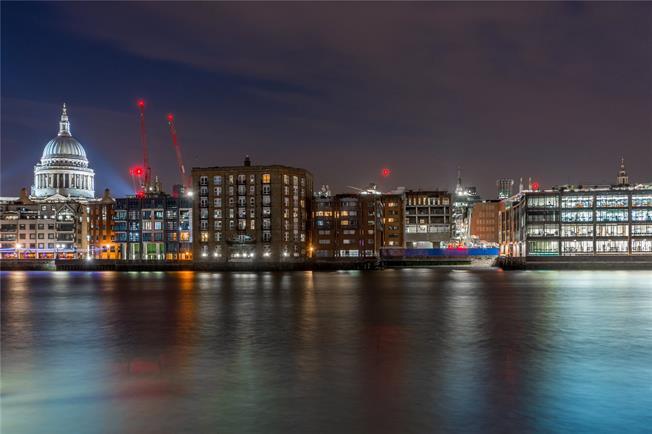 Asking Price £495,000, 1 Bedroom Flat For Sale in City of London, EC4V