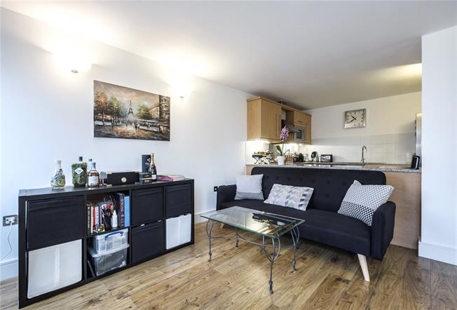 Asking Price £450,000, 1 Bedroom Flat For Sale in London, E1