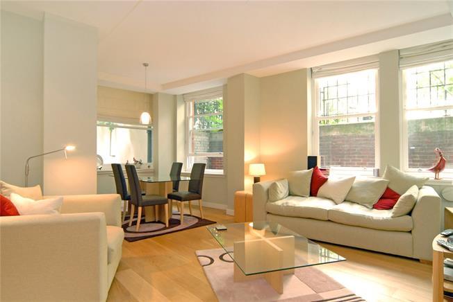Asking Price £800,000, 2 Bedroom Flat For Sale in London, EC4R