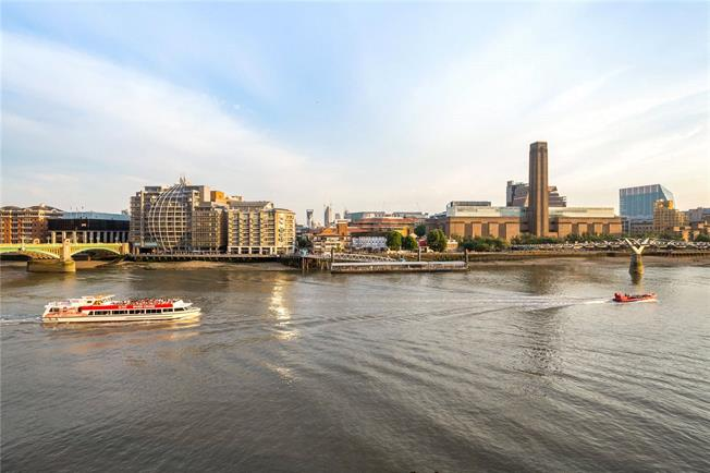 Asking Price £1,050,000, 2 Bedroom Flat For Sale in City of London, EC4V