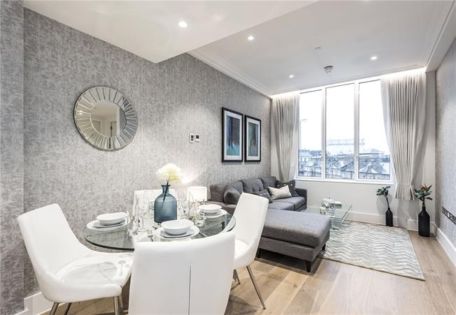 Asking Price £1,450,000, 2 Bedroom Flat For Sale in London, WC2B