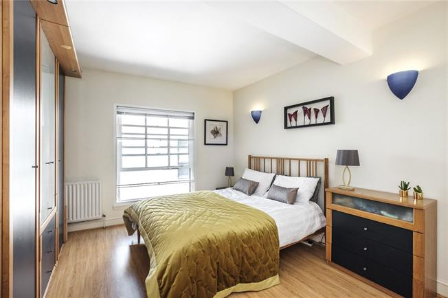 Asking Price £650,000, 2 Bedroom Flat For Sale in City Of London, EC3R