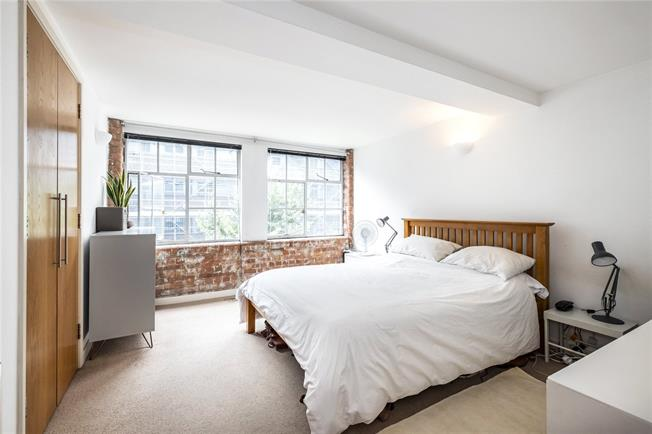 Asking Price £800,000, 2 Bedroom Flat For Sale in London, E1