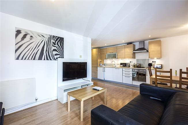 Asking Price £680,000, 2 Bedroom Flat For Sale in Shoreditch, E1