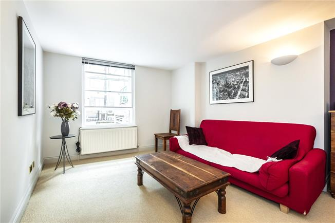 Asking Price £390,000, Flat For Sale in London, E1