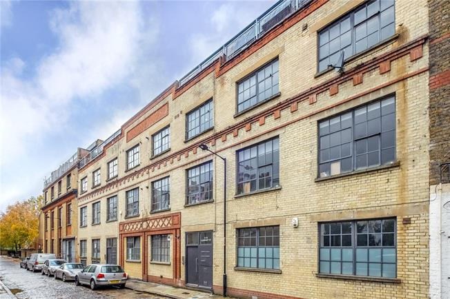 Asking Price £750,000, 2 Bedroom Flat For Sale in London, E1