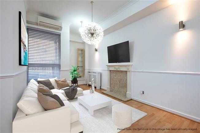 Asking Price £575,000, 2 Bedroom Flat For Sale in London, E1