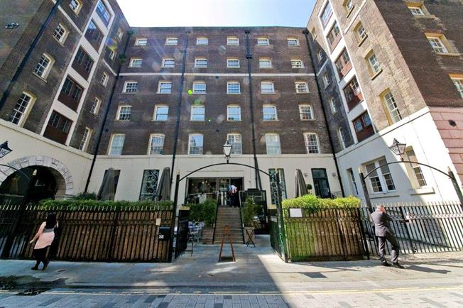 Asking Price £1,495,000, 2 Bedroom Flat For Sale in London, EC2M