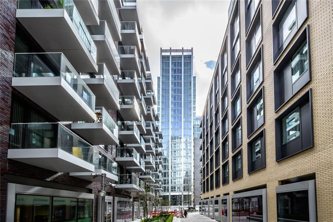Asking Price £1,880,000, 3 Bedroom Flat For Sale in London, E1
