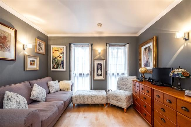Asking Price £725,000, 1 Bedroom Flat For Sale in London, WC2N