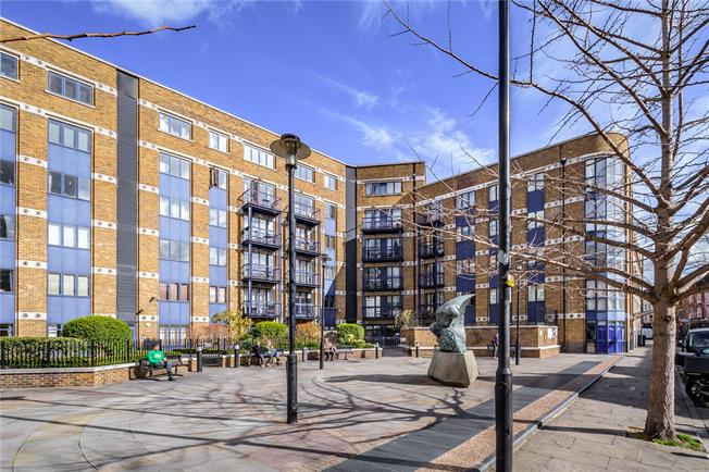 Asking Price £475,000, 1 Bedroom Flat For Sale in London, E1