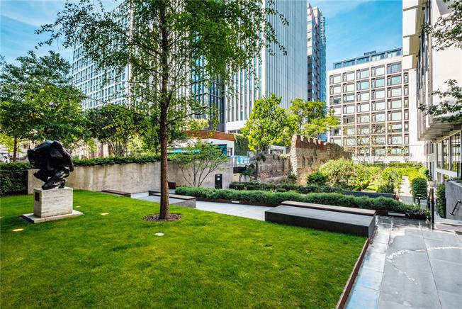 Asking Price £1,250,000, 2 Bedroom Flat For Sale in London, EC2Y