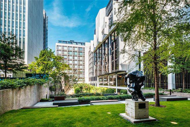 Asking Price £995,000, 2 Bedroom Flat For Sale in London, EC2Y