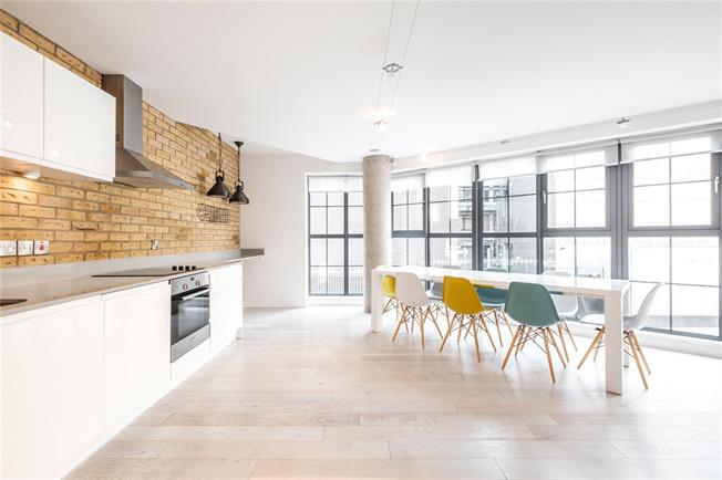 Asking Price £850,000, 2 Bedroom Flat For Sale in 23 Plumbers Row, Aldgate, E1