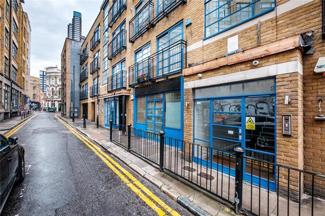 Asking Price £925,000, 3 Bedroom Flat For Sale in London, E1