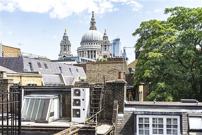 Asking Price £1,100,000, 2 Bedroom Flat For Sale in London, EC4V
