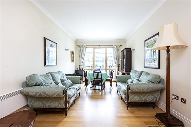 Asking Price £825,000, 2 Bedroom Flat For Sale in London, EC4Y