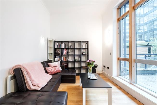 Asking Price £1,000,000, 2 Bedroom Flat For Sale in London, EC4Y