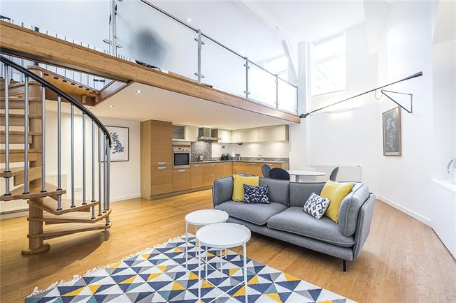 Guide Price £630,000, 2 Bedroom Flat For Sale in London, SW4