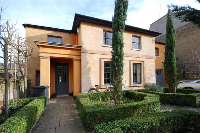 Guide Price £2,650,000, 4 Bedroom Detached House For Sale in London, SW8
