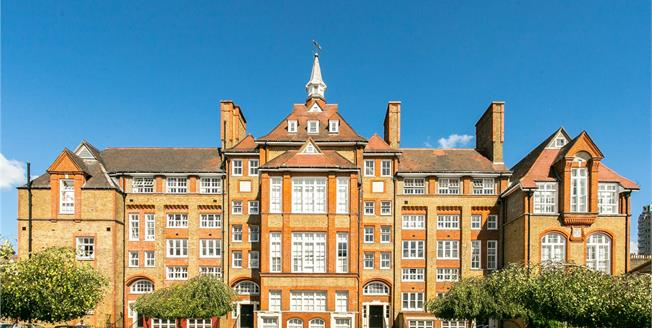 Asking Price £675,000, 2 Bedroom Flat For Sale in London, SW4