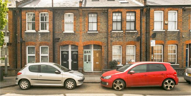 Asking Price £750,000, 3 Bedroom Flat For Sale in London, SW8