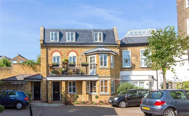 Offers in excess of £620,000, 2 Bedroom Flat For Sale in London, SW4