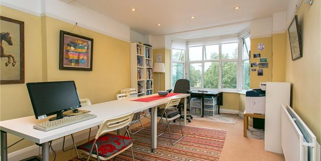 Asking Price £535,000, 2 Bedroom Flat For Sale in London, SW4