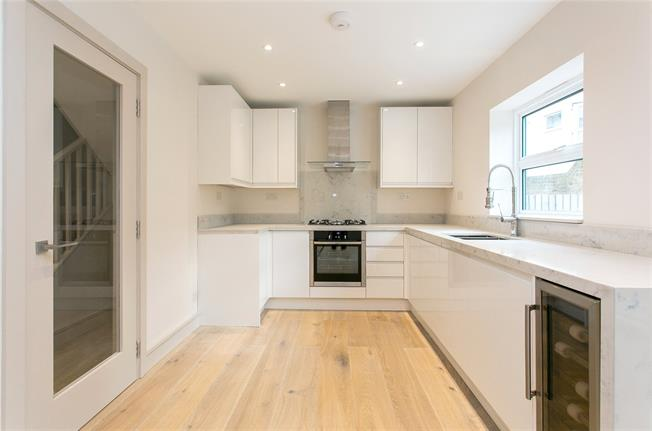 Asking Price £899,999, 4 Bedroom Terraced House For Sale in London, SW4