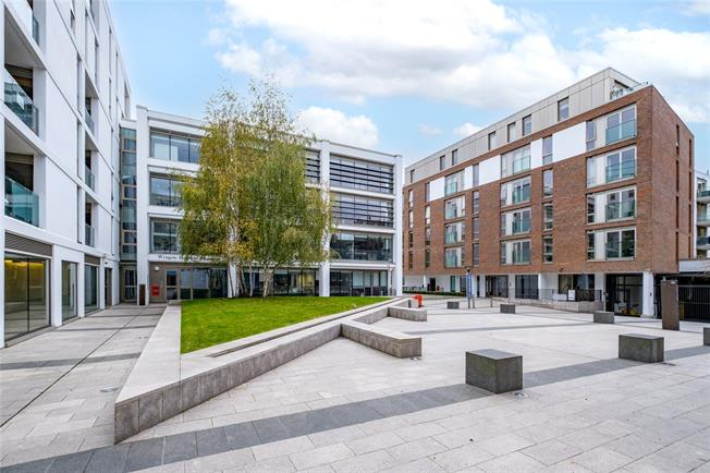 Asking Price £460,000, 1 Bedroom Flat For Sale in London, SW4